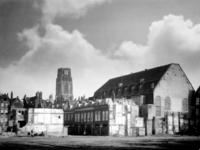 2001-1204 De Rosaliakerk (rechts), schuilkerk sinds 1775, aan de Leeuwenstraat met op de voorgrond de doorbraak voor ...