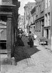 2001-1215 Gezicht in de Schavensteeg vanaf de Leeuwenlaan, op de achtergrond de Hofstraat. (Foto is afgebeeld in het ...