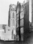2001-1216 Gezicht op de toren van de Sint-Laurenskerk. Op de voorgrond de Delftsevaart bij de Krattenbrug, het z.g. ...