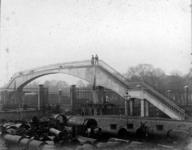 2001-1256 Gezicht op het terrein van de gasfabriek aan de Weteringstraat.