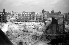 2001-1375 Gezicht op de door het Duitse bombardement van 14 mei 1940 getroffen Meent. Gezien vanaf de spaarbank aan de ...