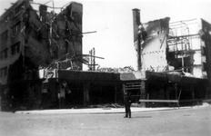 2001-1376 Gezicht op de door het Duitse bombardement van 14 mei 1940 getroffen Meent. Gezien uit het zuiden. Ter hoogte ...