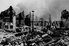 2001-1448 Puinresten na het bombardement van 14 mei 1940. Overzicht van de Baan.