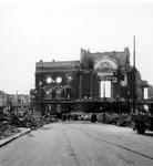 2001-1461 Puinresten als gevolg van het Duitse bombardement van 14 mei 1940. De Botersloot met het stadhuis aan de ...