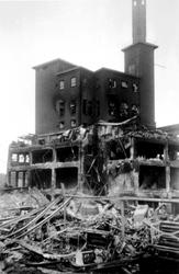 2001-1471 Gezicht op de door het Duitse bombardement van 14 mei 1940 getroffen omgeving van de Hugo de Grootstraat. Als ...