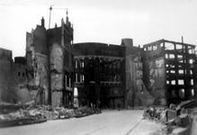 2001-1515 Gezicht in de door het Duitse bombardement van 14 mei 1940 getroffen Hoofdsteeg. Restanten van panden van ...
