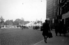 2001-1540 Gezicht in de door het Duitse bombardement van 14 mei 1940 getroffen Weteringstraat. Restanten van panden. ...