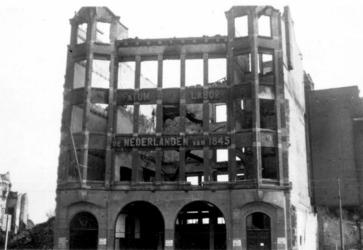 2001-1582 Puinresten na het bombardement van 14 mei 1940. Gezicht op de Zuidblaak, het kantoorpand van De Nederlanden, ...