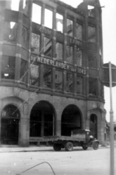 2001-1583 Puinresten na het bombardement van 14 mei 1940. Gezicht op de Zuidblaak, het kantoorpand van De Nederlanden, ...