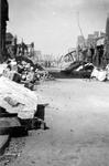 2001-1603 Gezicht in de door het Duitse bombardement van 14 mei 1940 getroffen Hoogstraat . De restanten van ...
