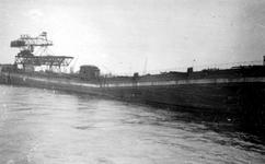 2001-1622 Gezicht op verwoest dok in de Maashaven, veroorzaakt door de Duitse Wehrmacht.