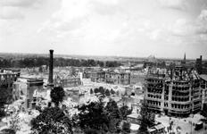 2001-1642 Gezicht op de door het Duitse bombardement van 14 mei 1940 getroffen omgeving van de Coolsingel en Van ...