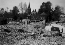 2001-1713 Gezicht op de door het Duitse bombardement van 14 mei 1940 getroffen omgeving van Boshoek. Op de achtergrond ...