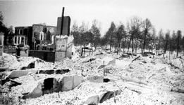 2001-1754 Gezicht in de door het Duitse bombardement van 14 mei 1940 getroffen Kruisstraat en Diergaardelaan. Als ...