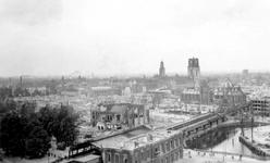 2001-1772 Overzicht vanaf het Witte Huis: op de door het Duitse bombardement van 14 mei 1940 getroffen omgeving bij de ...