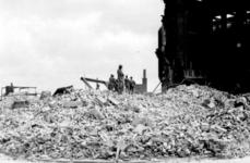 2001-1797 Puinresten na het bombardement van 14 mei 1940. Verwoeste HBS gebouw.