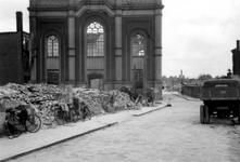 2001-1800 Gezicht op de door het Duitse bombardement van 14 mei 1940 getroffen Hoveniersstraat met een vernielde ...
