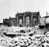 2001-1801 Gezicht op de door het Duitse bombardement van 14 mei 1940 getroffen Hoveniersstraat met een vernielde ...