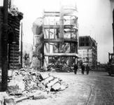 2001-1810 Gezicht op de door het Duitse bombardement van 14 mei 1940 getroffen Hoofdsteeg tegenover het gebouw Plan C, ...