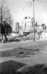 2001-1811 Gezicht op de door het Duitse bombardement van 14 mei 1940 getroffen omgeving van de Hoofdsteeg.met restanten ...