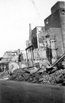 2001-1812 Gezicht in de door het Duitse bombardement van 14 mei 1940 getroffen Hoofdsteeg.met restanten van panden, ...