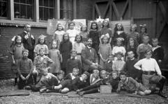 2001-1816-1-TM-4 Foto's van schoolklassen van de School voor Christelijk Volksonderwijs aan de Persoonsdam ...