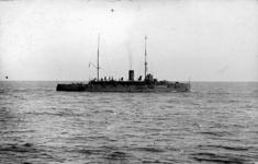 2001-1821-1-TM-2 De oorlogschepen Jacob van Heemskerk (1) en Wyoming (2), die een bezoek aan Rotterdam brengen.