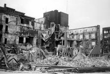 2001-1857 Puinresten als gevolg van het Duitse bombardement van 14 mei 1940. De Gedempte Botersloot en de Kaasmarkt met ...