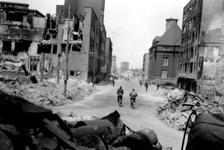 2001-1871 Gezicht in de door het Duitse bombardement van 14 mei 1940 getroffen Botersloot. Als gevolg van dit ...