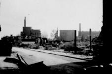 2001-1883 Gezicht op de door het Duitse bombardement van 14 mei 1940 getroffen Oude Binnenweg . Bij de ...