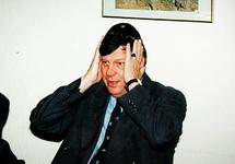 2001-1954 20 juli 1999Burgemeester mr. I.W. Opstelten brengt een bezoek aan de synagoge aan het A.B.N. Davidsplein.