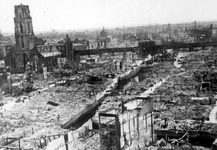 2001-1967 Gezicht op de door het Duitse bombardement van 14 mei 1940 getroffen omgeving van de Hoogstraat, ...