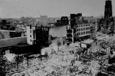 2001-1968 Gezicht op de door het Duitse bombardement van 14 mei 1940 getroffen omgeving van de Hoogstraat, uit het ...