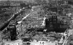2001-1970 Gezicht op de door het Duitse bombardement van 14 mei 1940 getroffen omgeving van de Korte Hoogstraat en ...