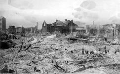 2001-1980 Gezicht op de door het Duitse bombardement van 14 mei 1940 getroffen omgeving van de Hoogstraat met de rk ...