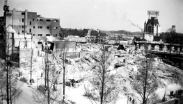 2001-1982 Gezicht op de door het Duitse bombardement van 14 mei 1940 getroffen omgeving van de Hoofdsteeg. Restanten ...