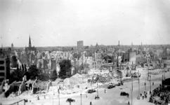 2001-1989 Gezicht op de door het Duitse bombardement van 14 mei 1940 getroffen omgeving van de Kruiskade en Schiekade, ...