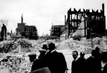 2001-2000 Gezicht op de door het Duitse bombardement van 14 mei 1940 getroffen omgeving van de Oude Binnenweg, .l als ...