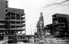 2001-2002 Restanten van het warenhuis de Bijenkorf aan de Schiedamsesingel, na het bombardement van 14 mei 1940.