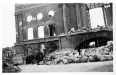 2001-2005 Gezicht op de door het Duitse bombardement van 14 mei 1940 getroffen Botersloot met het oude stadhuis aan de ...