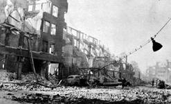 2001-2015 Gezicht op de door het Duitse bombardement van 14 mei 1940 getroffen Meent. Als gevolg van dit bombardement ...