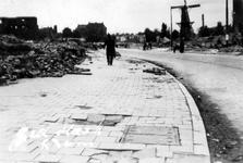 2001-2024 Gezicht op de door het Duitse bombardement van 14 mei 1940 getroffen omgeving van het Oostplein met molen de ...