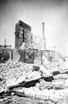 2001-2123 Gezicht in de door het Duitse bombardement van 14 mei 1940 getroffen Zomerhofstraat met restanten van panden. ...