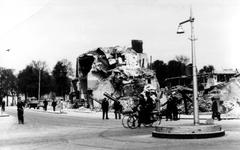 2001-2133 Gezicht in de door het Duitse bombardement van 14 mei 1940 getroffen Rederijstraat. Vanaf de Boompjes gezien. ...