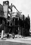 2001-2134 Gezicht op de door het Duitse bombardement van 14 mei 1940 getroffen Rederijstraat. Vanaf de Boompjes gezien. ...