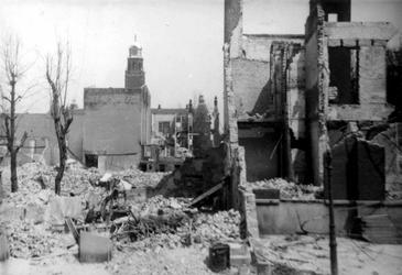 2001-2146 Gezicht in de door het Duitse bombardement van 14 mei 1940 getroffen omgeving van de Tuindersstraat. ...