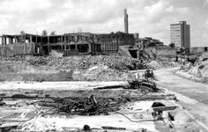 2001-2149 Restanten van gebouwen aan het Hang, als gevolg van het Duitse bombardement van 14 mei 1940. Op de ...