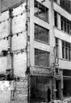 2001-2182 Gezicht in de door het Duitse bombardement van 14 mei 1940 getroffen Hoofdsteeg.met restanten van panden ...