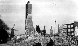 2001-2183 Gezicht op de door het Duitse bombardement van 14 mei 1940 getroffen gebied bij de Oostzeedijk, bij het ...