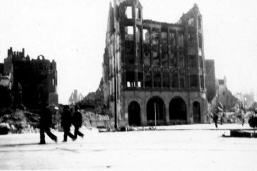 2001-2224 Puinresten na het bombardement van 14 mei 1940. Gezicht op de Zuidblaak, het kantoorpand van De Nederlanden, ...